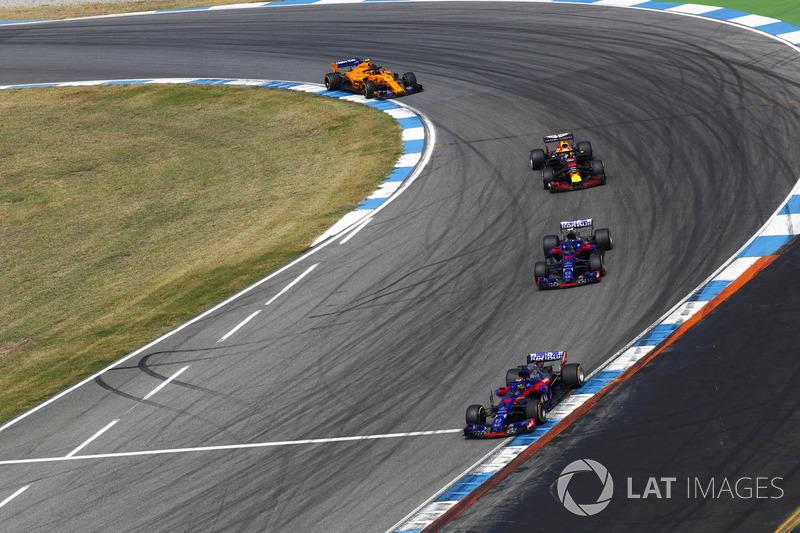 Брендон Хартли и Пьер Гасли, Scuderia Toro Rosso STR13, Даниэль Риккардо, Red Bull Racing RB14, и Стоффель Вандорн, McLaren MCL33