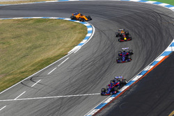 Brendon Hartley, Toro Rosso STR13, leads Pierre Gasly, Toro Rosso STR13, Daniel Ricciardo, Red Bull Racing RB14, and Stoffel Vandoorne, McLaren MCL33