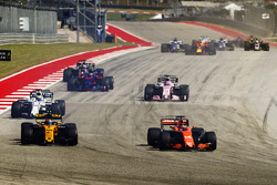 Fernando Alonso, McLaren MCL32, Carlos Sainz Jr., Renault Sport F1 Team RS17, Felipe Massa, Williams FW40, Sergio Perez, Sahara Force India F1 VJM10, Daniil Kvyat, Scuderia Toro Rosso STR12, on the opening lap