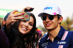Esteban Ocon, Sahara Force India F1 with fan
