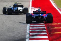 Brendon Hartley, Scuderia Toro Rosso STR12 and Lance Stroll, Williams FW40