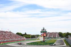 Sebastian Vettel, Ferrari SF71H leads Valtteri Bottas, Mercedes-AMG F1 W09