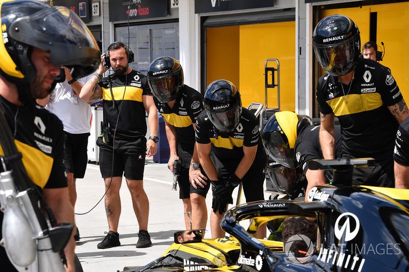 Renault Sport F1 Team R.S. 18 mechanics