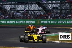 Nico Hulkenberg, Renault Sport F1 Team R.S. 18, lidera a Esteban Ocon, Force India VJM11