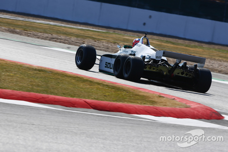 Jenson Button guida una Williams FW08B del 1982