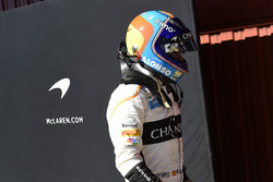 Fernando Alonso, McLaren returns to the pits