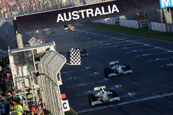 Bandera a cuadros Jenson Button, Brawn Grand Prix BGP 001 y Rubens Barrichello, Brawn Grand Prix BGP 001