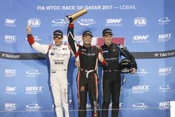 Yarış galibi WTCC trophyRob Huff, All-Inkl Motorsport, Citroën C-Elysée WTCC, 2. Tom Chilton, Sébastien Loeb Racing, Citroën C-Elysée WTCC, 3.  Kris Richard, Campos Racing, Chevrolet RML Cruze TC1