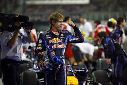 Sebastian Vettel, Red Bull Racing RB6 Renault, viert zijn pole