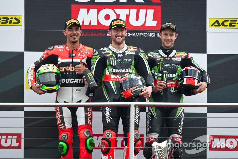 Podio: el ganador Tom Sykes, Kawasaki Racing Team, el segundo Davide Giugliano, Aruba.it Racing - Ducati Team, Jonathan Rea, Kawasaki Racing Team