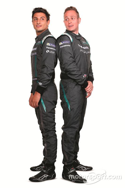 Mitch Evans, Jaguar Racing, con Adam Carroll, Jaguar Racing