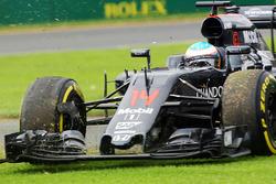 Fernando Alonso, McLaren MP4-31 spins