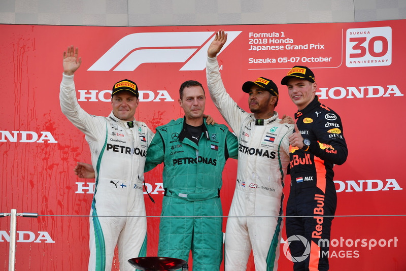 17. GP Jepang - Podium: Lewis Hamilton, Valtteri Bottas, Max Verstappen
