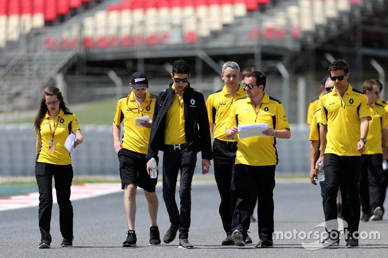 Esteban Ocon, Third Driver, Renault Sport F1 Team, Testfahrer, mit Jolyon Palmer, Renault Sport F1 Team