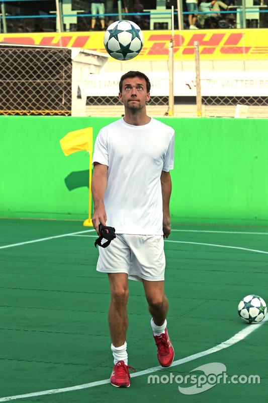 Heineken spornsorluğunda hayır işi için yapılan futbol maçı, Jolyon Palmer, Renault Sport F1 Team