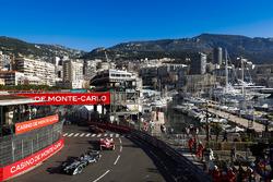 Adam Carroll, Jaguar Racing, leads Nick Heidfeld, Mahindra Racing, and Stéphane Sarrazin, Venturi