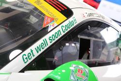 #33 D'station Porscheのフロントピラーに入れられた、クートへのメッセージ