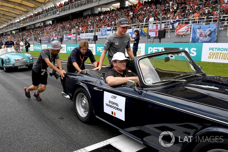 14. Стоффель Вандорн, McLaren MCL32  - 13