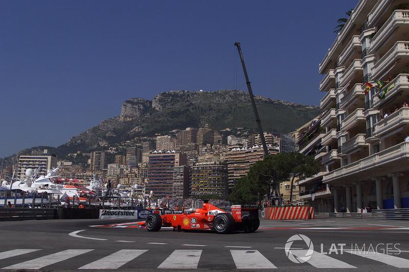 Michael Schumacher, 5 veces obtuvo la vuelta más rápida en Mónaco. De los pilotos actuales, Kimi Raikkonen fue el más cercano al récord: estableció la mejor vuelta aquí 3 veces.