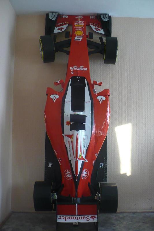 Картонная Ferrari