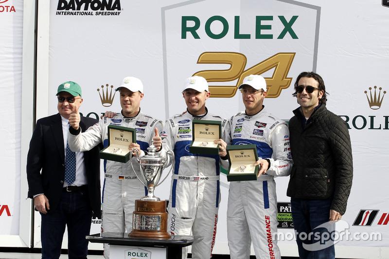 Ganador GTLM, #66 Ford Performance Chip Ganassi Racing Ford GT: Joey Hand, Dirk Müller, Sébastien Bourdais with Dario Franchiiti