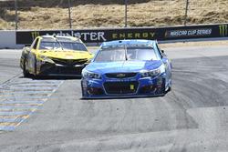 Kasey Kahne, Hendrick Motorsports Chevrolet, Daniel Suárez, Joe Gibbs Racing Toyota