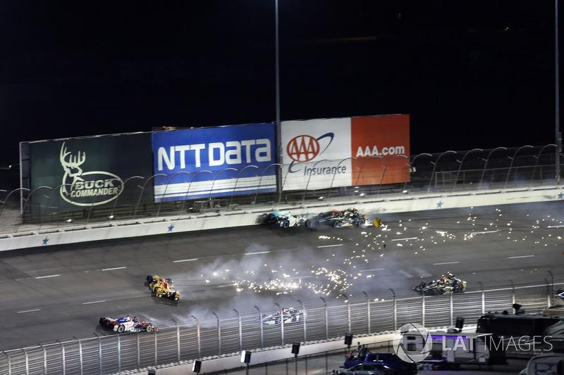 Crash:Ryan Hunter-Reay, Andretti Autosport Honda