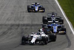 Лэнс Стролл, Williams FW40, Маркус Эрикссон, Sauber C36, Ромен Грожан, Haas F1 Team VF-17