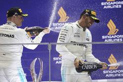 Podium: third place Valtteri Bottas, Mercedes AMG F1 and race winner Lewis Hamilton, Mercedes AMG F1