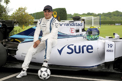 Felipe Massa, Williams plays football at Chelsea FC's facilities