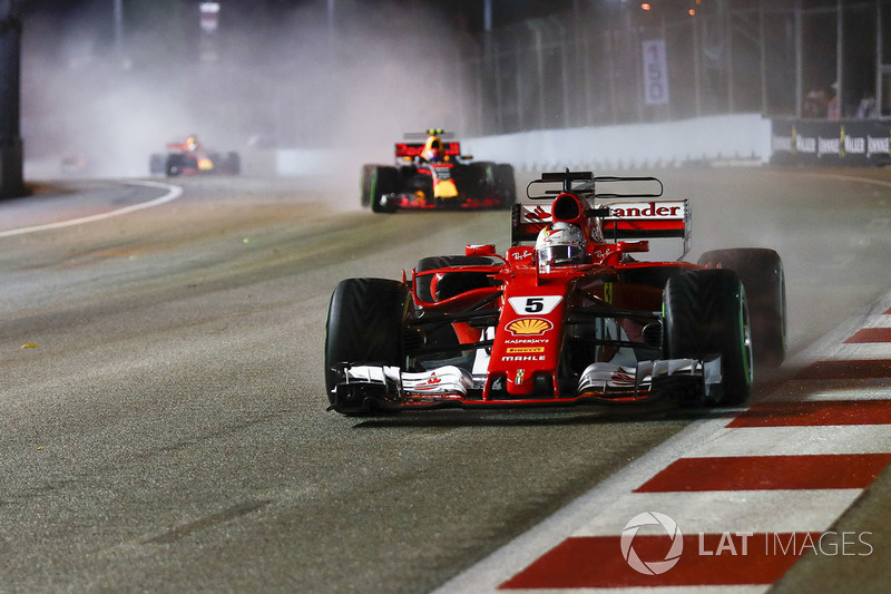 Sebastian Vettel, Ferrari SF70H, Max Verstappen, Red Bull Racing RB13, on the formation lap