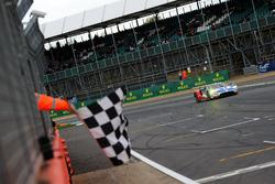 Damalı bayrak: #67 Ford Chip Ganassi Racing Ford GT: Andy Priaulx, Harry Tincknell, Pipo Derani