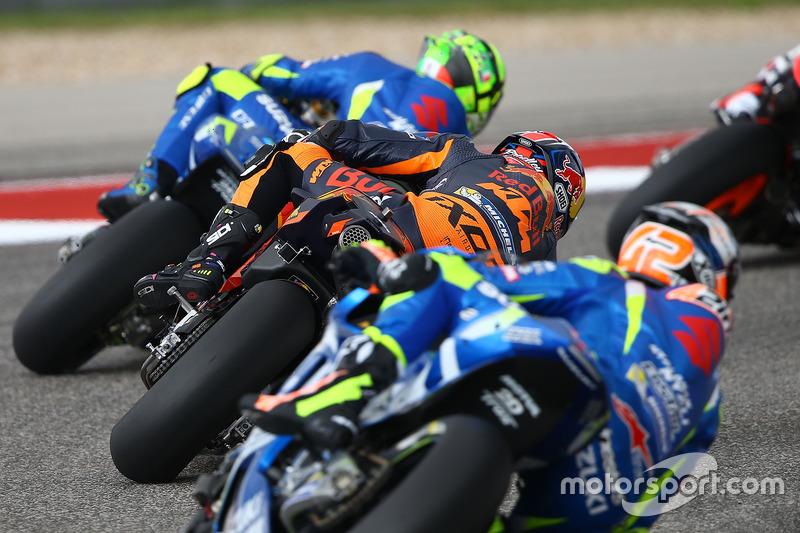Duo Suzuki mengepung satu KTM
