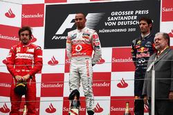 Podio: Fernando Alonso, Ferrari, Lewis Hamilton, McLaren y Mark Webber, Red Bull Racing