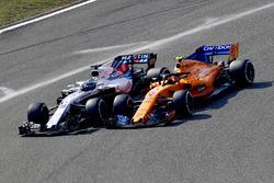 Lance Stroll, Williams FW41 ve Stoffel Vandoorne, McLaren MCL33