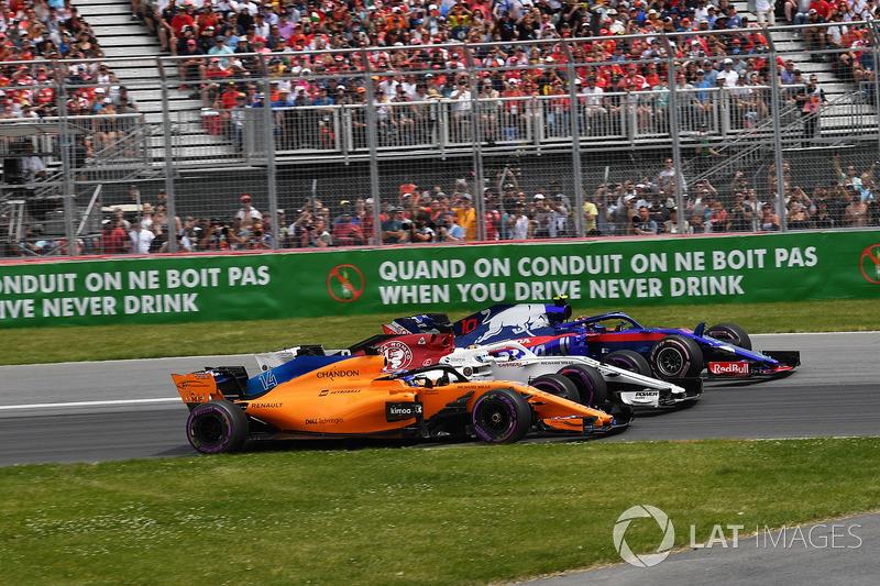 Fernando Alonso, McLaren MCL33, Marcus Ericsson, Sauber C37 and Pierre Gasly, Scuderia Toro Rosso ST