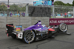 La monoposto danneggiata di Sam Bird, DS Virgin Racing