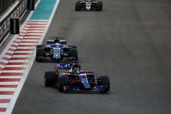 Brendon Hartley, Toro Rosso STR12, leads Marcus Ericsson, Sauber C36