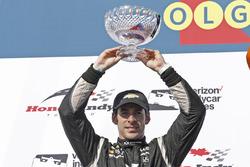 Segundo, Simon Pagenaud, Team Penske Chevrolet, celebra