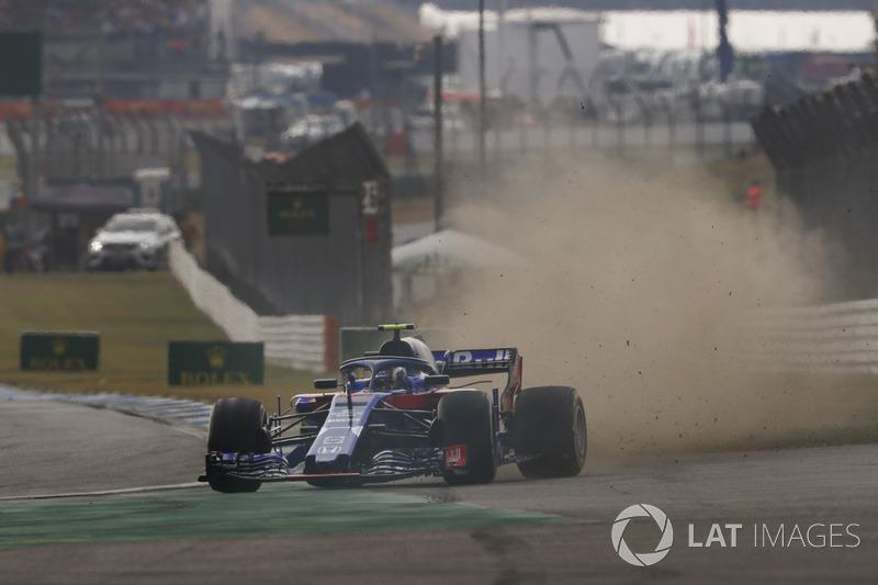 Pierre Gasly, Toro Rosso STR13, va largo