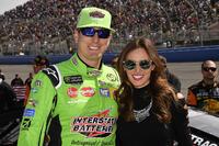 Kyle Busch, Joe Gibbs Racing, Toyota Camry Interstate Batteries y Samantha Busch