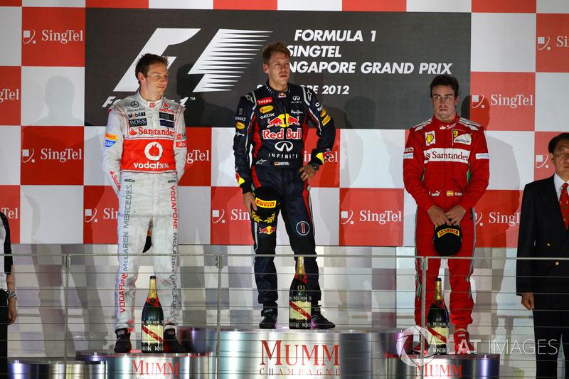 Podium: winnaar Sebastian Vettel, Red Bull Racing, tweede Jenson Button, McLaren, derde Fernando Alonso, Ferrari