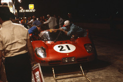 Ignazio Giunti, Nino Vaccarella, Ferrari 512S in de pits