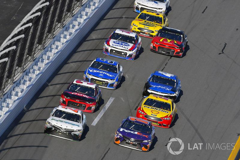 Gray Gaulding, BK Racing, Toyota Camry en Denny Hamlin, Joe Gibbs Racing Toyota