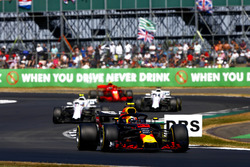 Max Verstappen, Red Bull Racing RB14, leads Sergey Sirotkin, Williams FW41