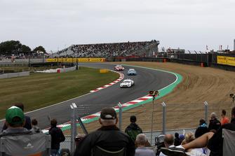 Paul Di Resta, Mercedes-AMG Team HWA, Mercedes-AMG C63 DTM leads Gary Paffett, Mercedes-AMG Team HWA, Mercedes-AMG C63 DTM, René Rast, Audi Sport Team Rosberg, Audi RS 5 DTM