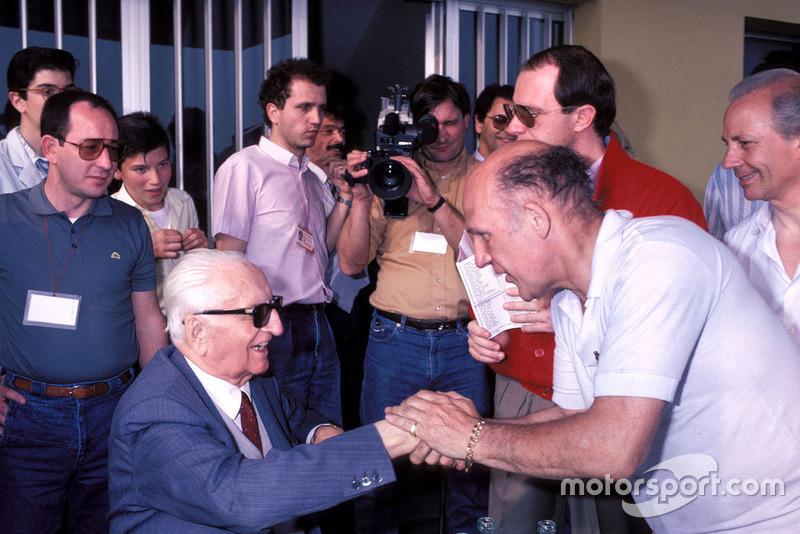 Modena 1986, Enzo Ferrari, Stirling Moss, durante la parata dei veterani della Mille Miglia alla fabbrica della Scaglietti