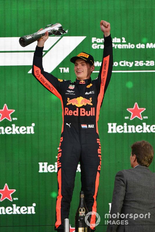 Podio: agandor Max Verstappen, Red Bull Racing celebra