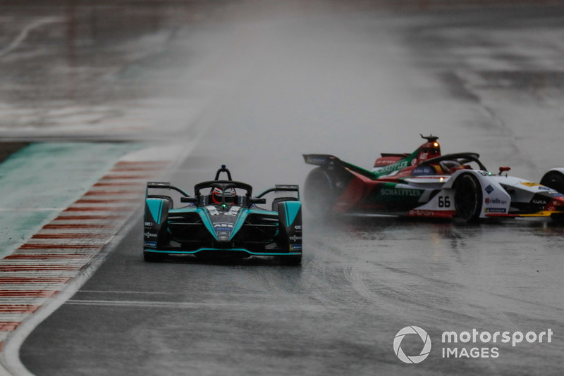Mitch Evans, Panasonic Jaguar Racing, Jaguar I-Type 3 leads Daniel Abt, Audi Sport ABT Schaeffler, Audi e-tron FE05 as he spins in the wet conditions