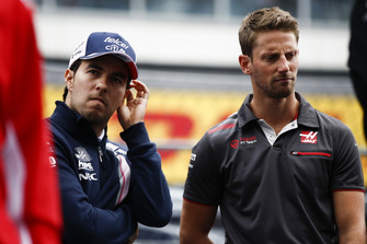 Sergio Perez, Racing Point Force India e Romain Grosjean, Haas F1 Team, durante la drivers parade